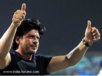 B-town supports SRK, says any father would react similarly