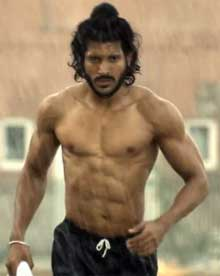 farhan akhtar's sporty look