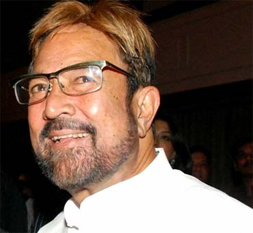 rajesh khanna to stay few more days in hospital