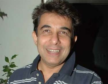 actor and director deepak tijori