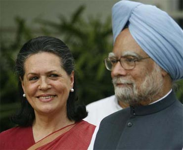 hema malini had invited Prime Minister manmohan singh and Congress president sonia gandhi for her daughter Esha's wedding
