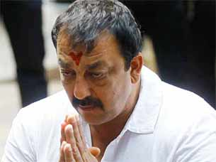sanjay dutt to surrender in Pune Jail