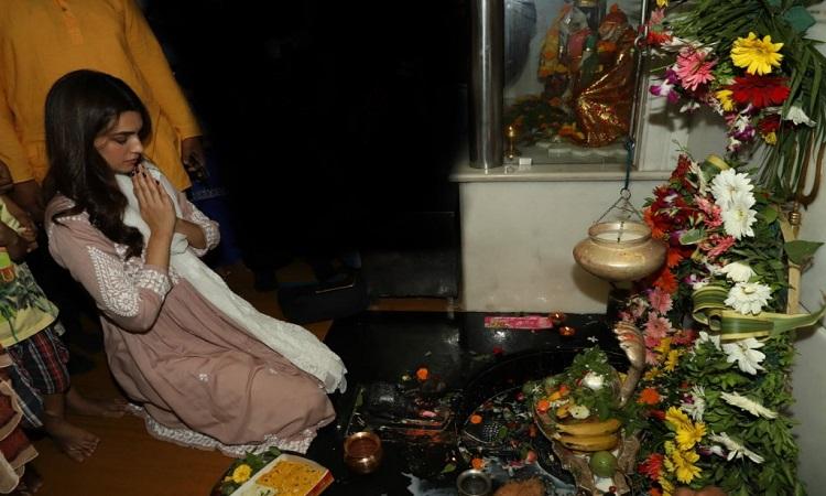 kriti seeks lords blessing