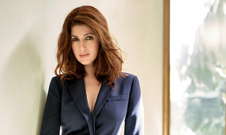 Twinkle Khanna recipient of FLO Icon Award For...