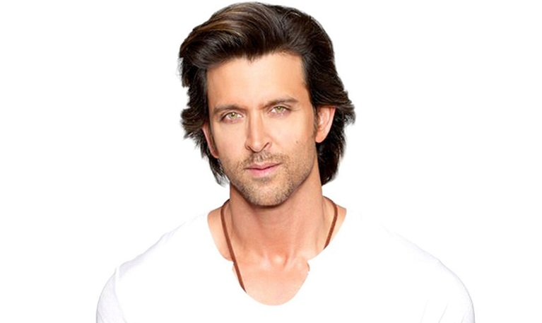 The 43-year old son of father Rakesh Roshan and mother Pinky Roshan, 182 cm tall Hrithik Roshan in 2017 photo