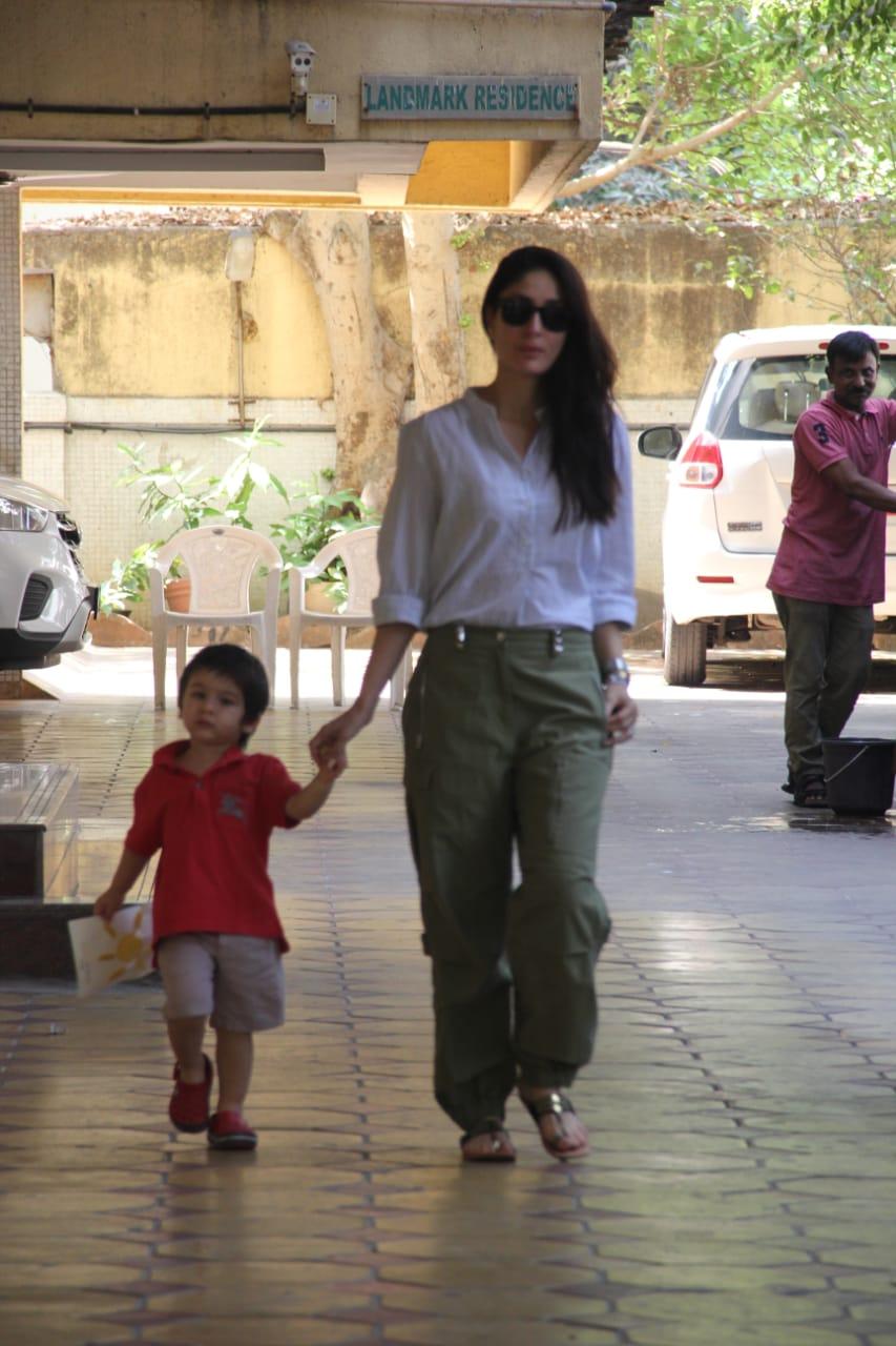 taimur ali khan with mom kareena kapoor khan