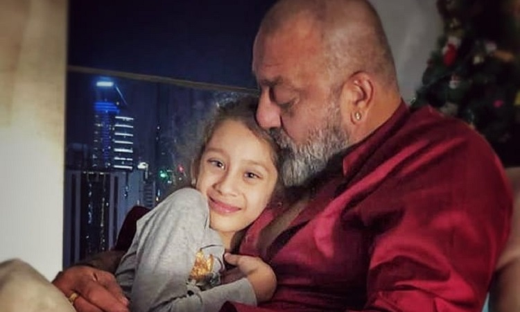 sanjay dutt with daughter iqra pic