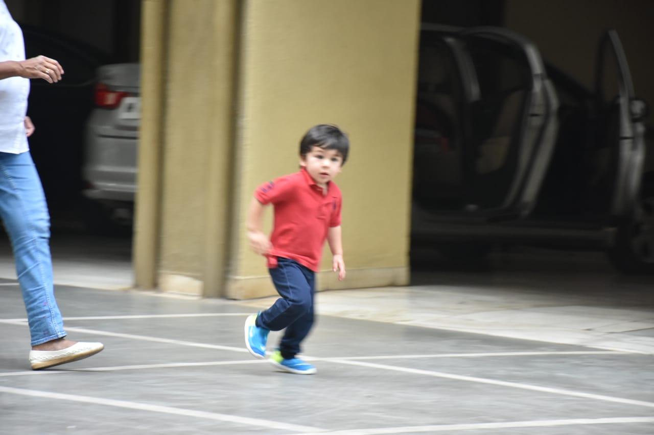 taimur enjoying his playtime