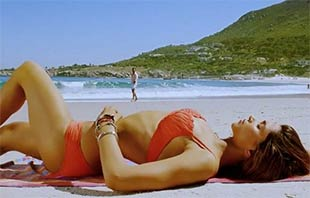 deepika padukone wear in orange bikini of cocktail movie