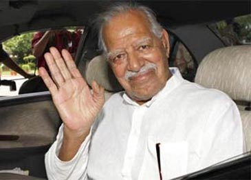 Fans bid tearful goodbye to Dara Singh