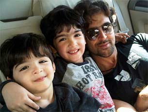 hrithik with two sons Hrehaan and Hridhaan