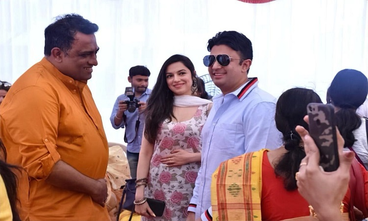 bhushan kumar seeks blessings of lord saraswati