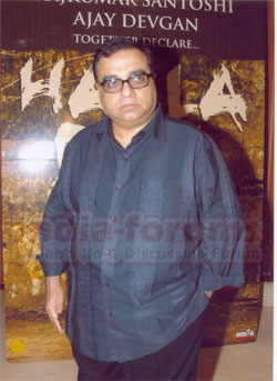 I'm not scared of exposing people :  'Halla Bol', Director Rajkumar Santoshi