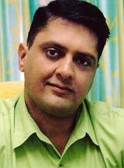 Sanjay B. Jumaani, the renowned numerologist, when predicted Amitabh ... - sanjay_jumaani_1