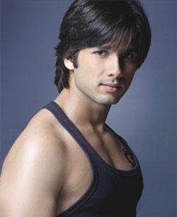 http://www.india-forums.com/bollywood/images/uploads/shahid_kapoor_big1.jpg
