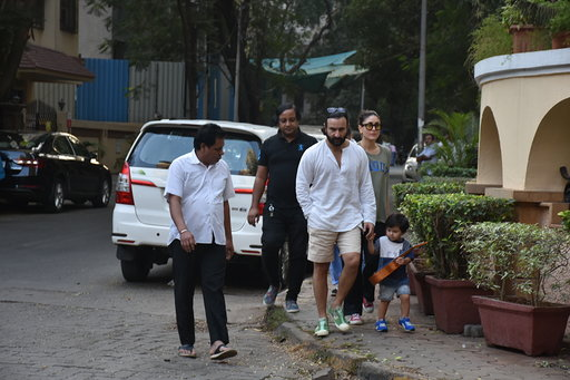 taimur with saif kareena pics