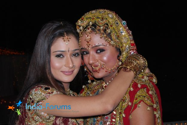 Sadhana and Ragini dressed in a wedding dress in Sapna Babul Ka Bidaai