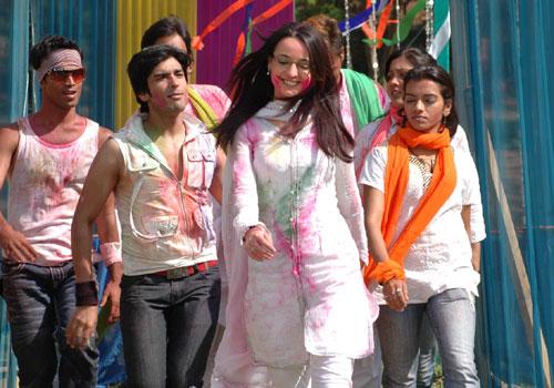 Gunjan dresses in miley jab hum tum images