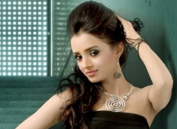Radhika madan hd images of colors tv serial pictures to pin on - Aashiqui Tumse Hi Actress Radhika Madan Biography Tv Shows