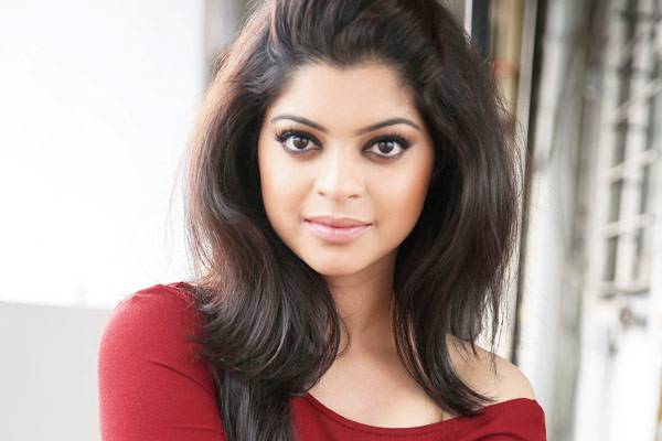 Twice bitten and shy sneha wagh living separately from husband 32015 actress sneha wagh who became a television household name by essaying the significant role of ratanjeet was last seen in star plus hit show veera voltagebd Choice Image