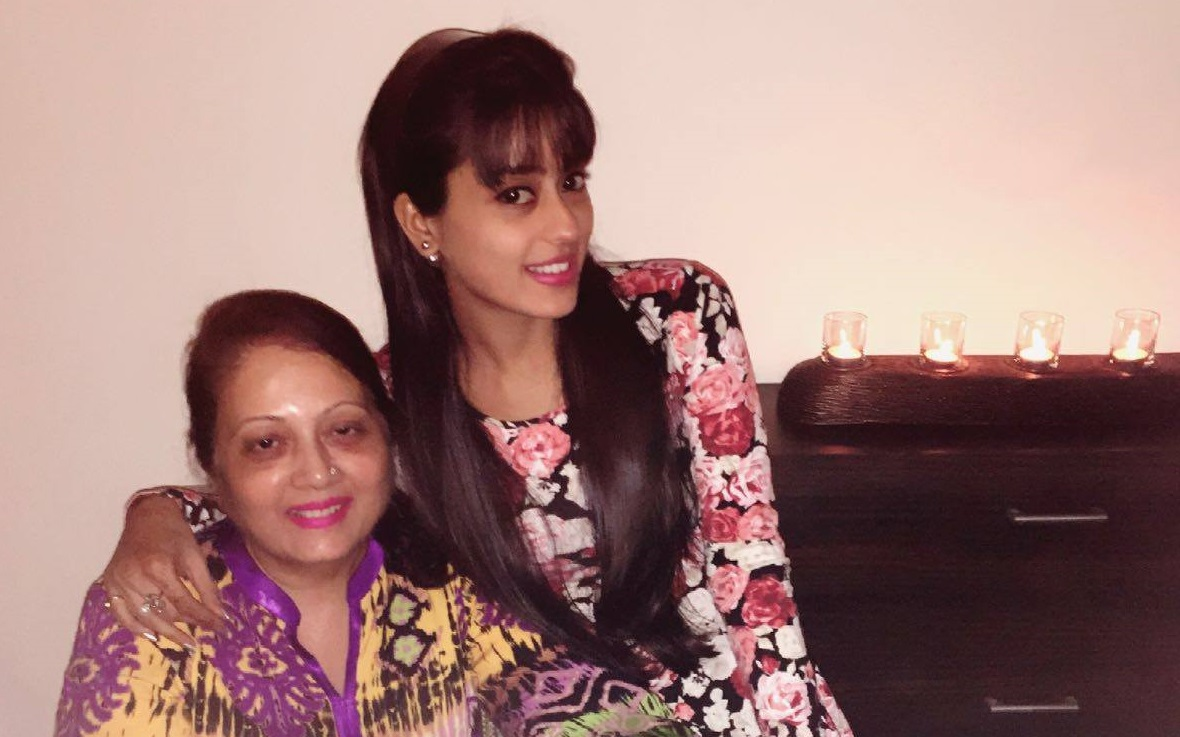 #MothersDayspecial: Actors with their adorable Moms! | 31789