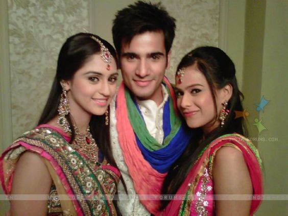 nia sharma and krystle dsouza relationship