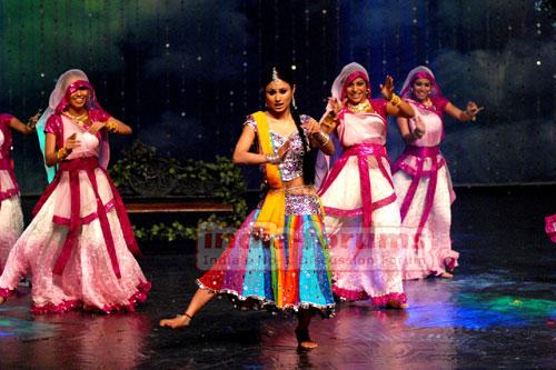 Mauni Roy at Star Parivar Awards