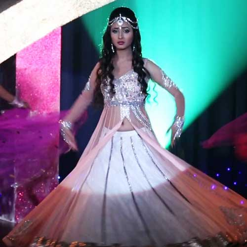 Gustakh Dil Is Gearing Up With An Interesting Track Where Laajo And Ratri Will Fight Out Against Each Other In A Dance Competition