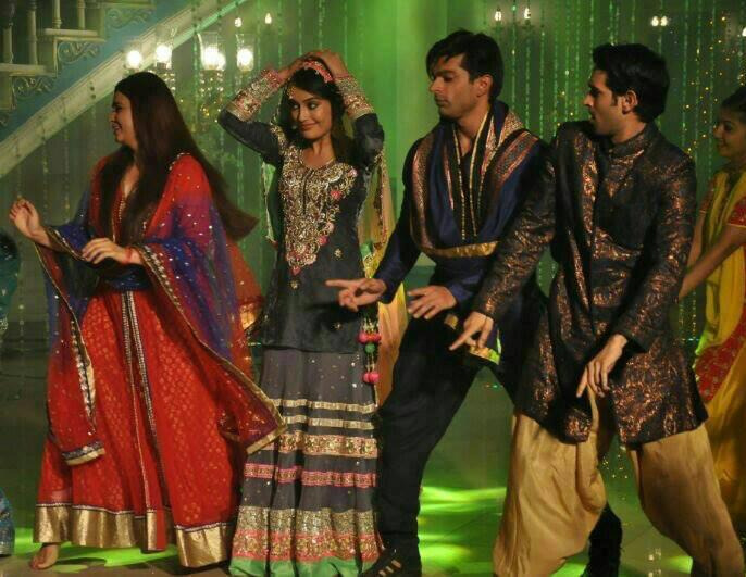 718 Comments   48445 Views   Copyright  India-Forums com   TellyBuzzQubool Hai Asad And Zoya Dance Video