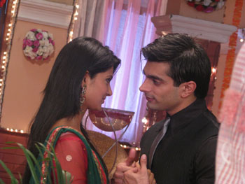 Interview with  :  Karan Singh Grover and Jennifer Winget, actor