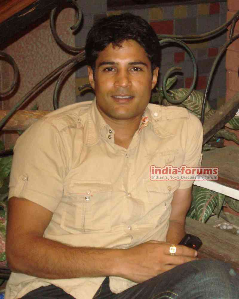 http://www.india-forums.com/tellybuzz/images/uploads/ZZ8_Rajeev.jpg
