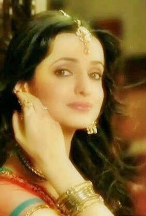 sanaya as modern bahu