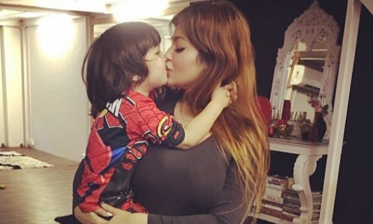 Ayesha Takia Hot Kiss