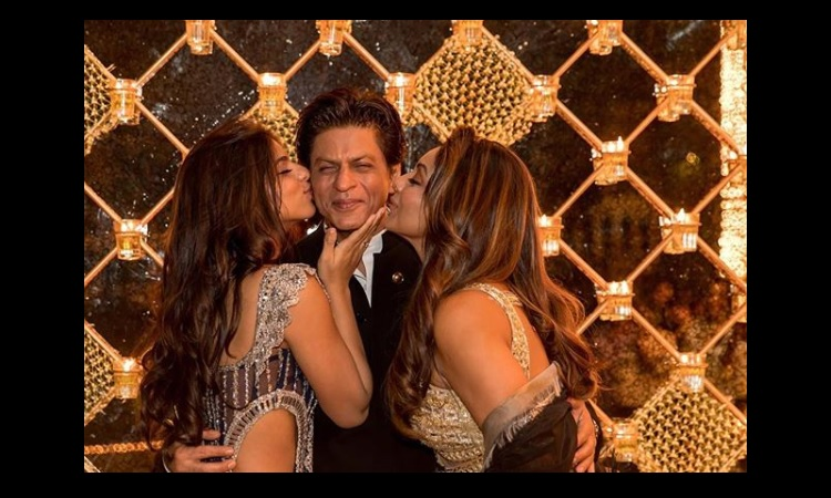 PHOTO: Suhana - Gauri make Shah Rukh Khan the HAPPIEST by doing THIS