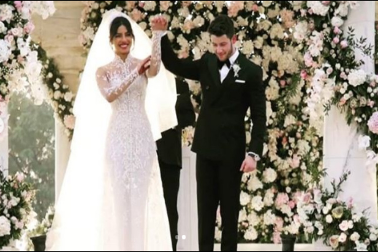 Woah Priyanka S Wedding Dress Had A 75 Feet Veil 2 3 Mn Pearls