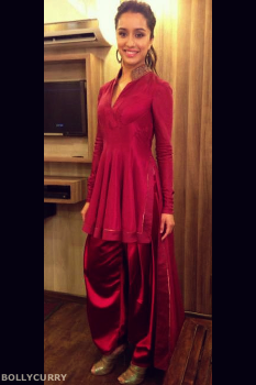 f528dcb26 Catering to her girl-next-door image, Kapoor stepped out in a magenta  colored Tarun Tahiliani ensemble inspired by dhoti draping.