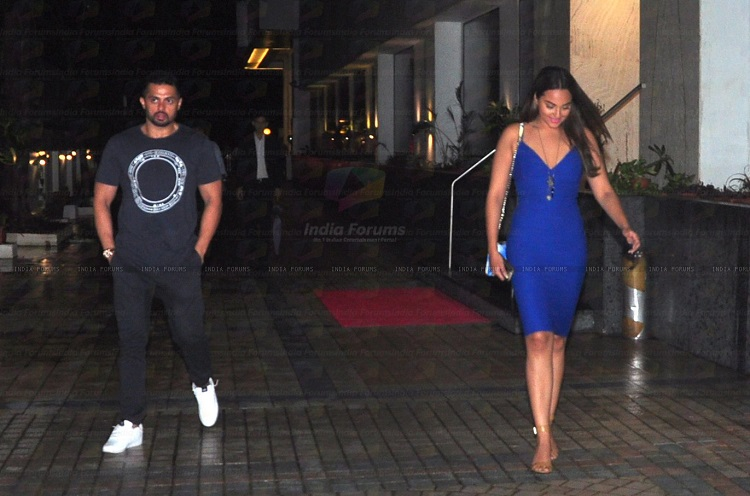 spotted sonakshi sinha with her boyfriend at a night club 70259