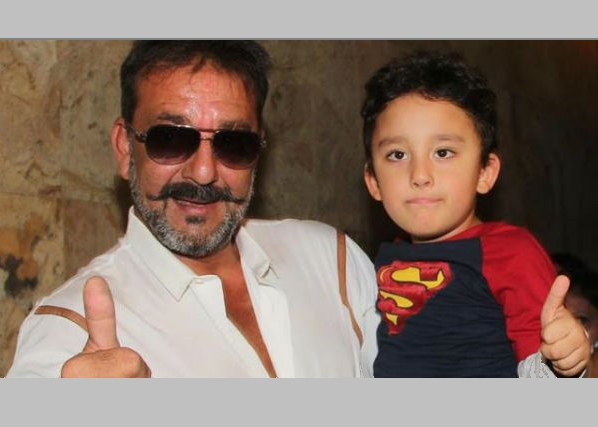 Sanjay Dutt bonds with his children over football!   72680