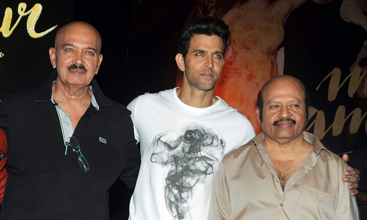 hrithik poses for a picture with rakesh roshan and rajesh roshan