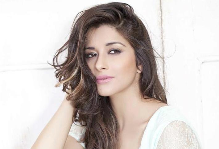 This film actress is the third lead in ALT Balaji's 'Judaai'   India