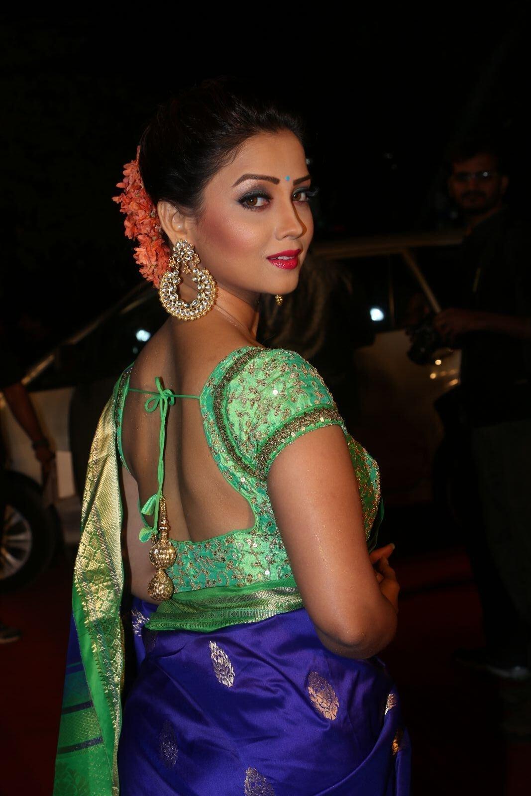 Stylebuzz Adaa Khan Is Killing It In A Kanchipuram Saree