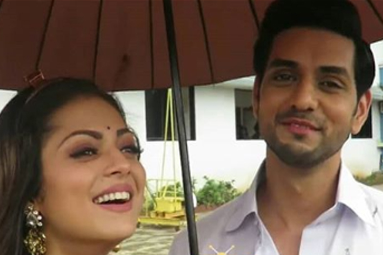 Here's the fan gesture that left Drashti Dhami & Shakti Arora AMAZED