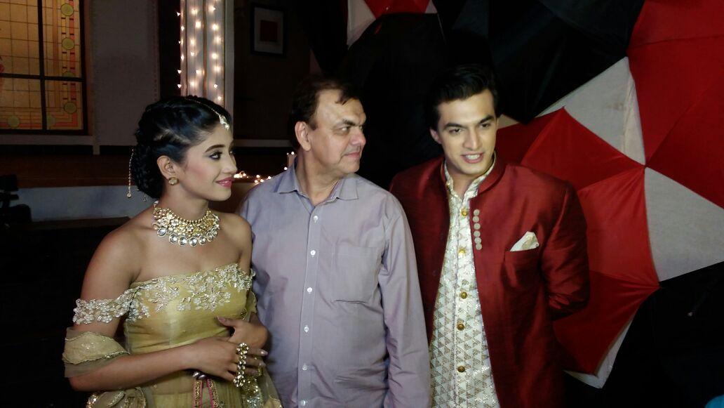 Mohsin Khan S Real Father Visits Him On The Sets Of Yeh Rishta Kya Kehlata Hai Mohsin khan's girlfriend, shivangi joshi twinned with him in black and gold. yeh rishta kya kehlata hai