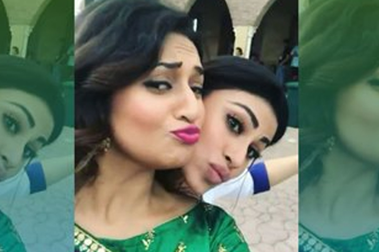 Woah! Mouni Roy & Divanka Tripathi get into a DANCE-OFF