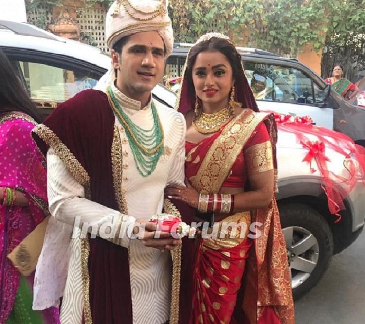 Celebrity Wedding Login: EXCLUSIVE Wedding Pics Of Yeh Rishta Kya Kehlata Hai Fame