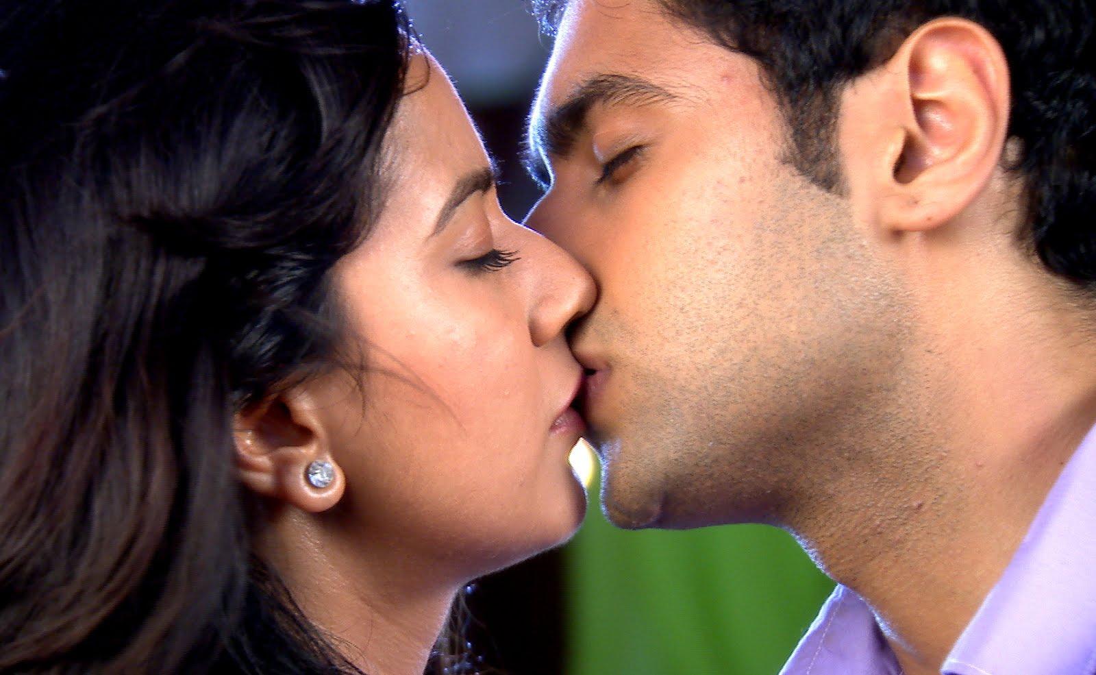 Indian hot kiss pic